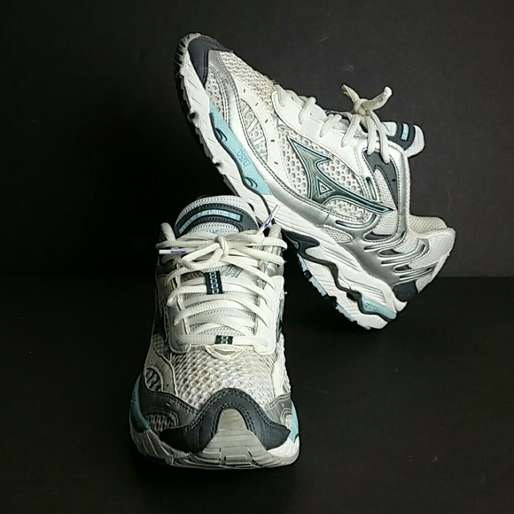6b1eab2662e1d MIZUNO WAVE NIRVANA 2 II WOMEN SHOES